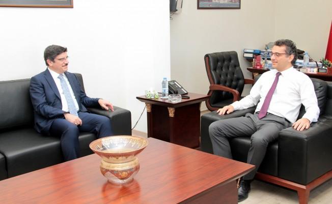 Erhürman, Prof. Dr. Yasin Aktay'ı kabul etti