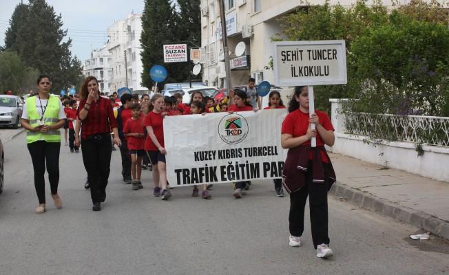 """""""Trafikte Beni Fark Et"""" yürüyüşü başladı..."""