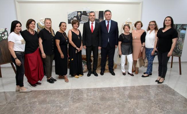 """Uluçay, """"Kıbrıs'ın Dokusu"""" isimli serginin açılışını gerçekleştirdi"""