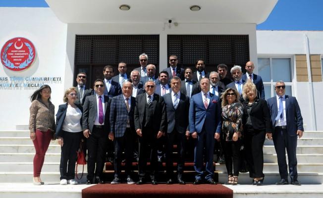 Uluçay, Türk işdamlarını kabul etti
