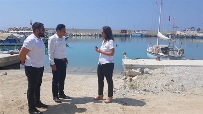 Bakan Oğuz, Yenierenköy Balıkçı Barınağı ziyaret etti