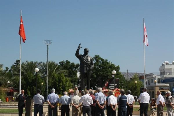Bülent Ecevit, Lefkoşa'da düzenlenen törenle anıldı