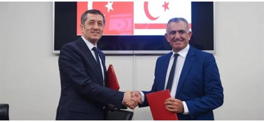 Çavuşoğlu, TC Milli Eğitim Bakanı ile bir araya geldi