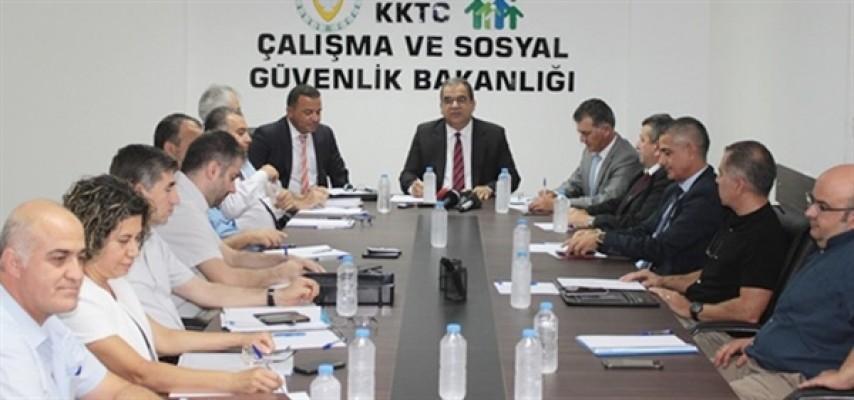 Gözler Asgari Ücret Saptama Komisyonu toplantısında...