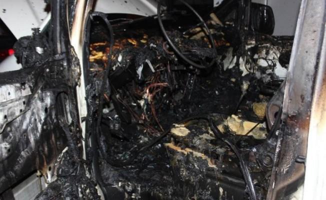 Lapta'da 2 araç kundaklandı!