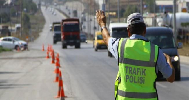Polis 6 bin 293 araç sürücüsü kontrol etti...
