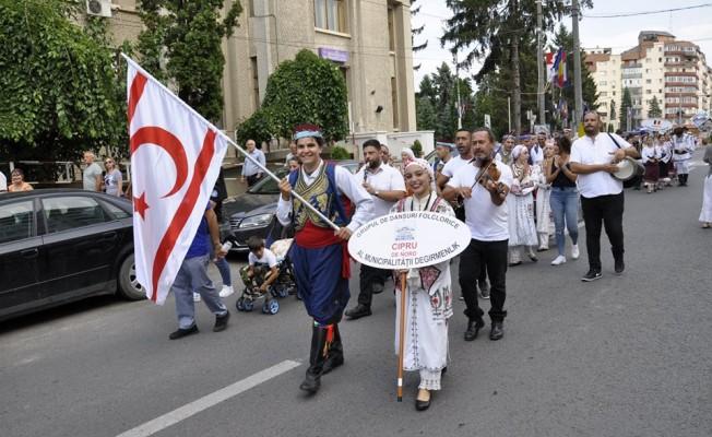 Gençler ülkemizi Romanya'da temsil etti...