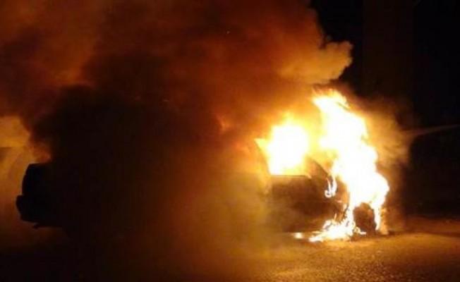 Gazimağusa'da bir araç kundaklandı...