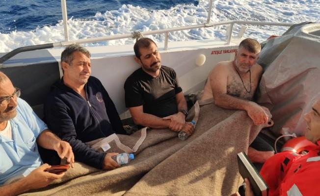 Gezi teknesi alabora oldu! 4 kişi kurtarıldı...