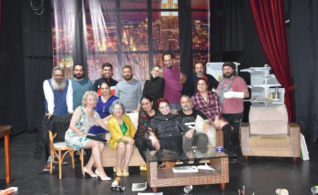 Girne Belediye Tiyatrosu Maltepe yolcusu..