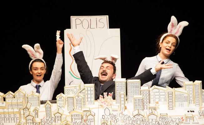 Tiyatro Festivali perşembe günü sona eriyor....