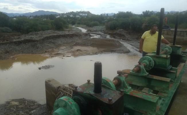 Lefke'de kanal regülatöründe temizlik yapıldı