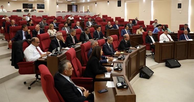 Meclis salonunu terk ettiler...