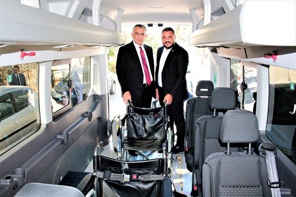 Özel engelli otobüsü, Yenierenköy Belediyesi'ne teslim edildi