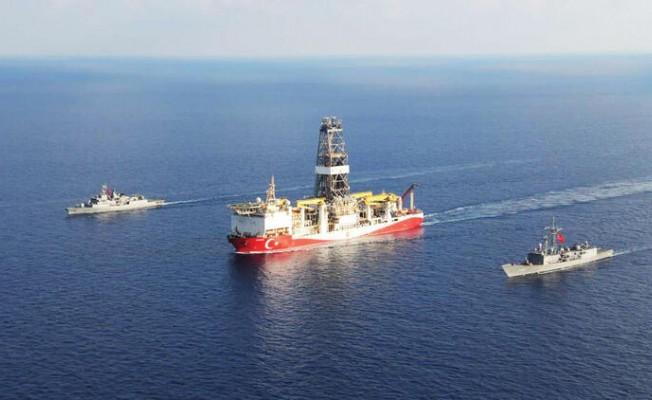 Türk savaş gemileri geri adım attırdı...