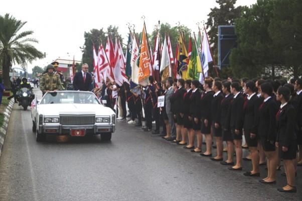 Lüks Cadillac'taki Başkan!!!!