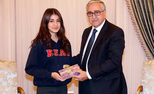 Akıncı Dünya birincisi BEAL öğrencisini kabul etti