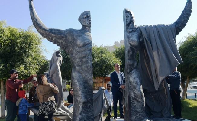 Lefkoşa'ya Demokrasi meydanı ve demokrasi heykeli