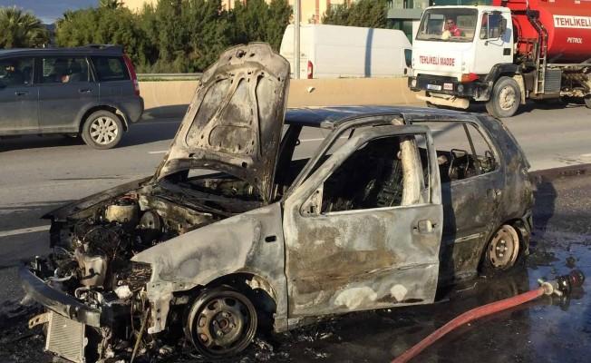 Ayla Akkaya'ya ait araç seyir halindeyken alev aldı