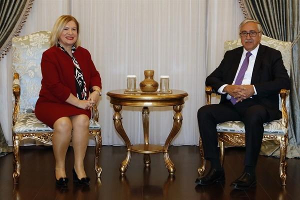 Garanti Bankası KKTC Ülke Müdürü Özen, Akıncı'yı ziyaret etti...