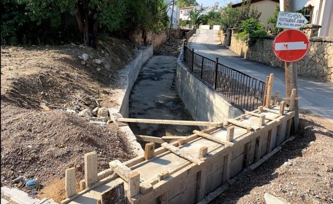 Girne Belediyesi su taşkınlarına ait önlemini alıyor