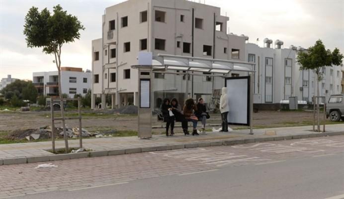 Gönyeli Belediye Bulvarı yeni otobüs duraklarına kavuşuyor