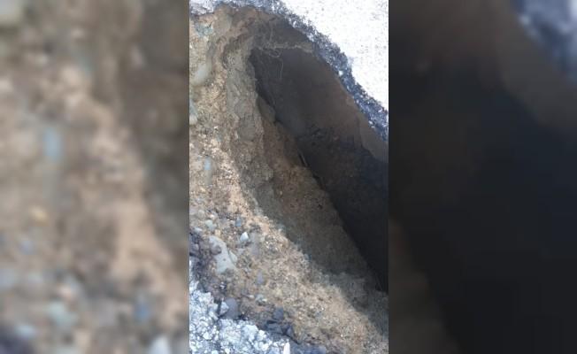 Sadrazamköy-Kayalar yolunda çökme meydana geldi