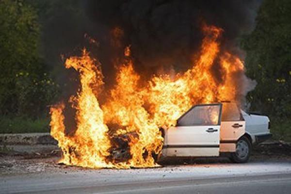 İskele'de bir araç tamamen yandı!