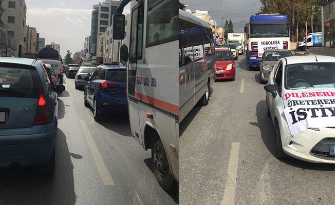 Müteahhitler birliği eylemde! Lefkoşa'da Trafik felç...