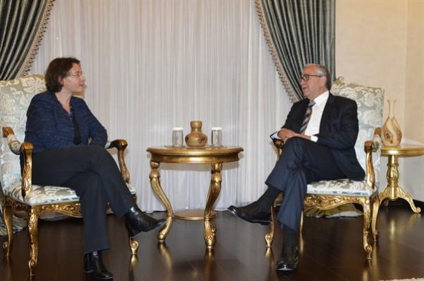 Akıncı, Fransa Büyükelçisi Dumont ile görüştü