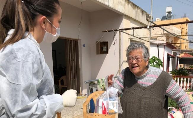 İskele'de 65 yaş ve üzerine ilaçları evlerine teslim ediliyor