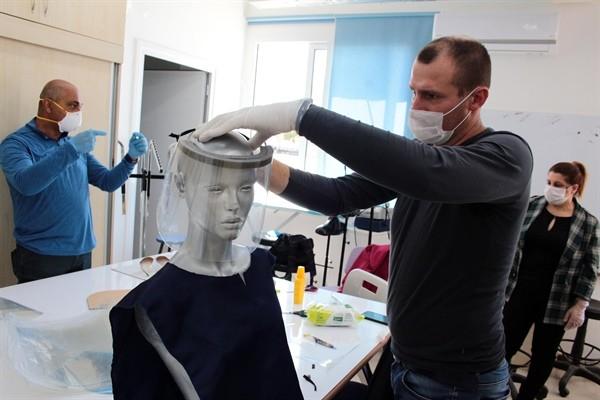Meslek liseleri maske üretimine başladı...