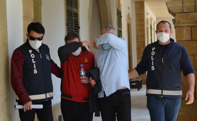 Başbakan'ın özel hayatını ihlal eden iki kişi 3 gün tutuklu kalacak