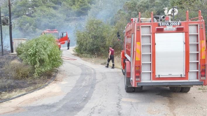 Elektrik trafosundan çıkan kıvılcım yangına neden oldu