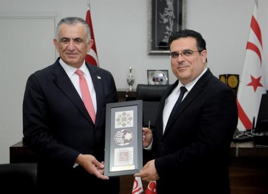 Çavuşoğlu, DAÜ Rektörü Prof. Dr. Aykut Hocanın'ı kabul etti