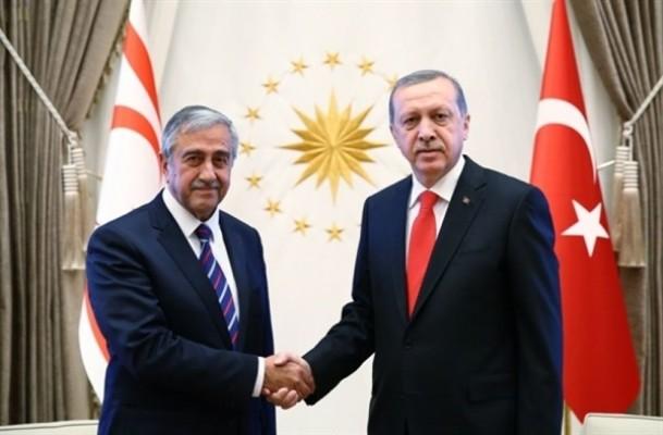 Erdoğan ile Akıncı bayramlaştı...