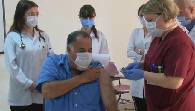 Türkiye'de  400 kişiye bugün aşının ilk dozu verildi...