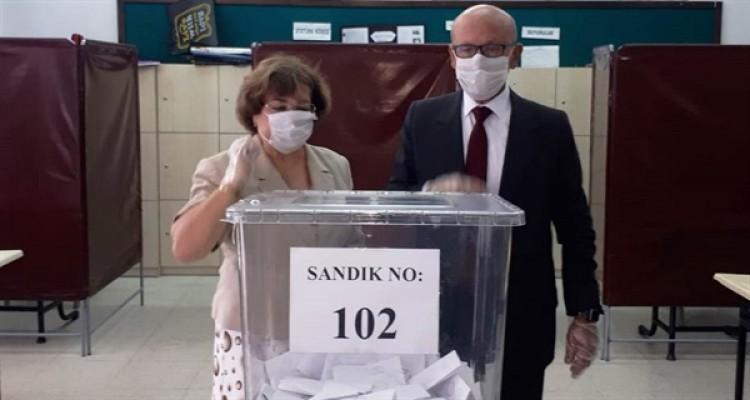 Eski Cumhubaşkanları da sandığa giderek oylarını kullandı