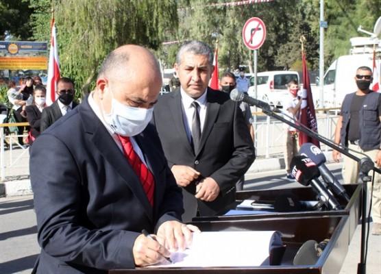 Lefkoşa'da Atatürk Anıtı önünde tören düzenlendi