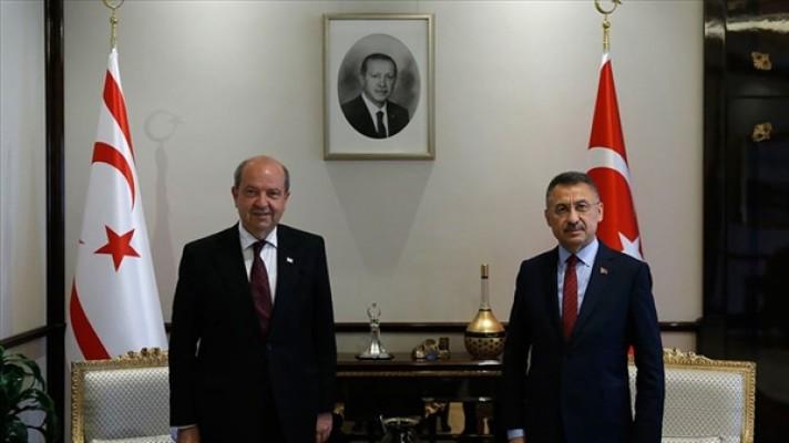 Oktay,  Ersin Tatar'ı tebrik etti...