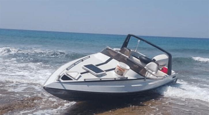 Sadrazamköy sahilinde terk edilmiş sürat teknesi bulundu...