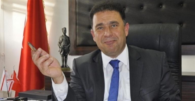 """Saner: Akıncı'nın Kıbrıs sorunu söylemleri """"tutarsız"""""""