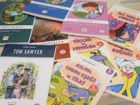 Şehit İlker Karter ilkokulu'na 128 kitap bağışı