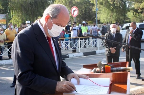 Tatar, Atatürk Anıtı'na çelenk sundu