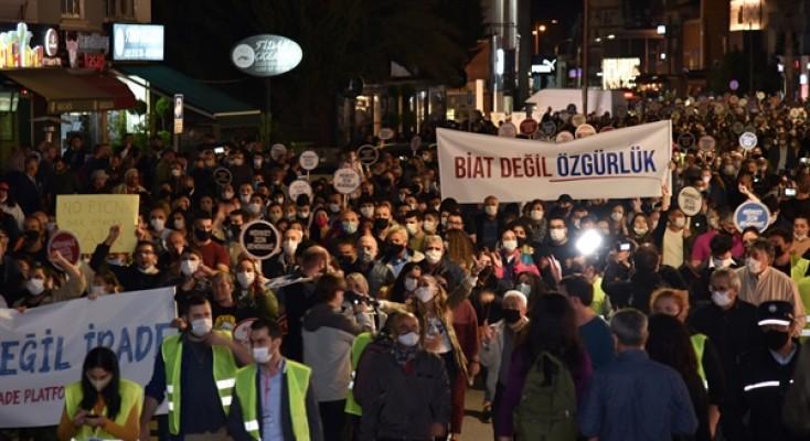 """""""Demokrasi ve irade"""" yürüyüşü Lefkoşa'da yapıldı…"""