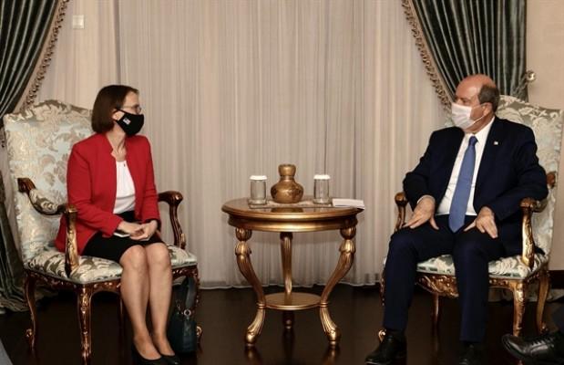 Tatar, ABD'nin Lefkoşa Büyükelçisi Garber'i kabul etti...