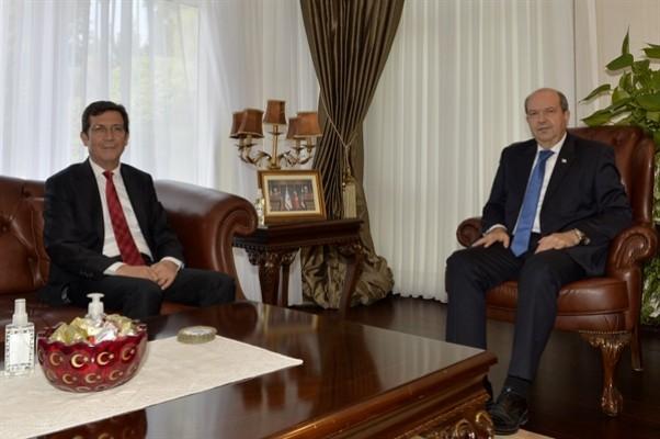 Tatar, KKTC Merkez Bankası Başkanı Rifat Günay'ı kabul etti