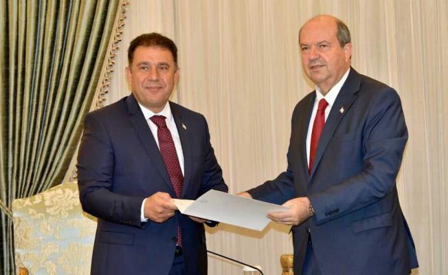 Cumhurbaşkanı Tatar hükümeti kurma görevini Saner'e veriyor