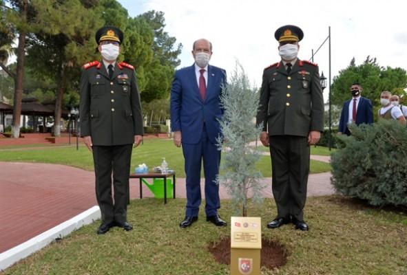 Cumhurbaşkanı Tatar  komutanları ziyaret etti