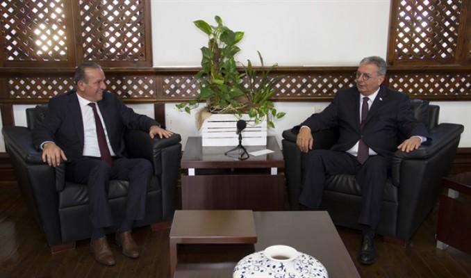 Evren, Turizm ve Çevre Bakanlığı görevini Fikri Ataoğlu'na devretti